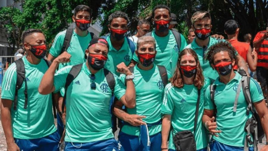 Sósias do Flamengo andaram em ônibus do elenco e geraram bronca da PM
