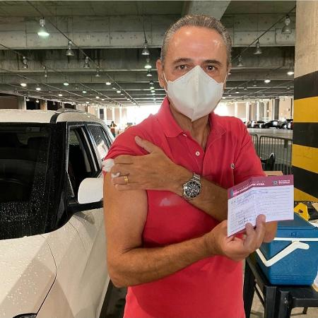 Luís Roberto toma primeira dose da vacina da covid-19 - Reprodução/Instagram