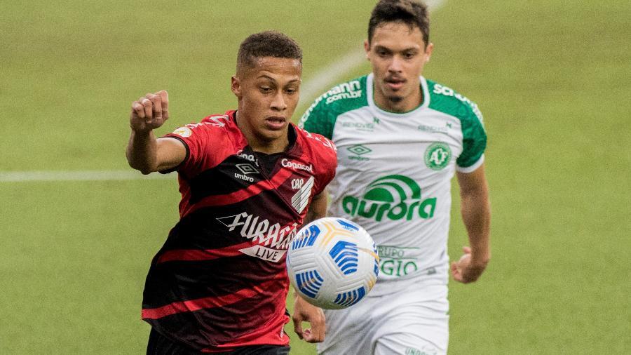 Athletico-PR empatou com a Chapecoense na Arena da Baixada  - Robson Mafra/AGIF