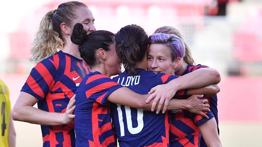 Jogadoras dos Estados Unidos comemoram gol de Megan Rapinoe contra a Austrália nas Olimpíadas de Tóquio - Tiziana Fabi/AFP