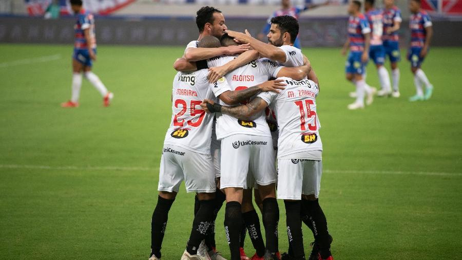 Atlético-MG comemora gol contra o Fortaleza pelo Brasileiro - Kely Pereira/AGIF