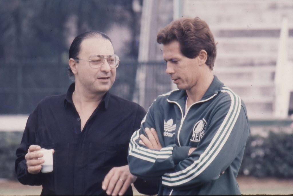 Márcio Papa, presidente do Palmeiras, conversa com Emerson Leão durante treino do time