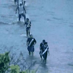 Torcedores vascaínos tentam chegar ao estádio de São Januário - Reprodução / TV Globo