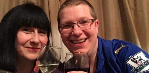 Kate (e) pediu e James (d) aceitou: deixou de ir aos jogos do Leicester