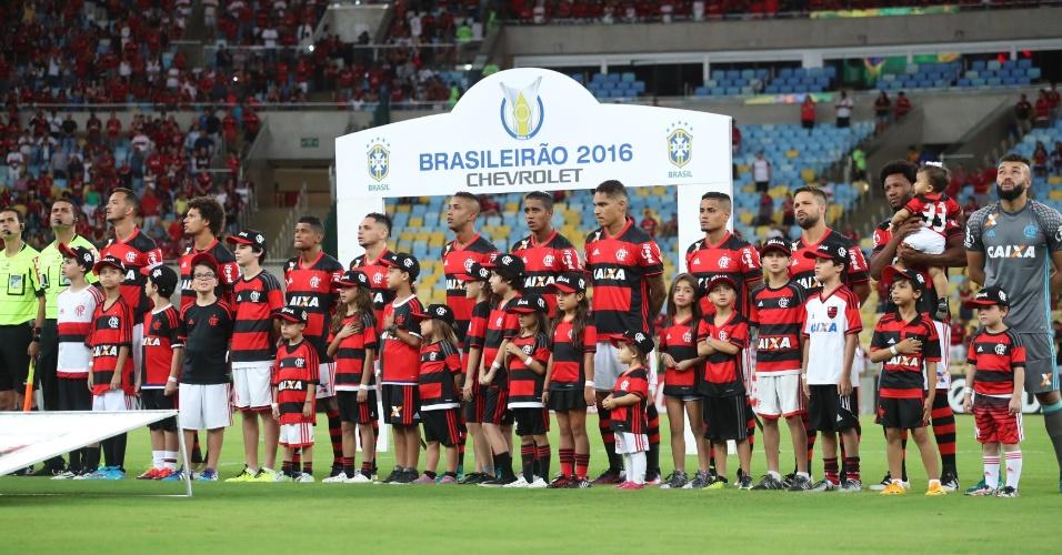 O time do Flamengo antes do empate com o Coritiba e o fim do 'cheirinho de hepta'