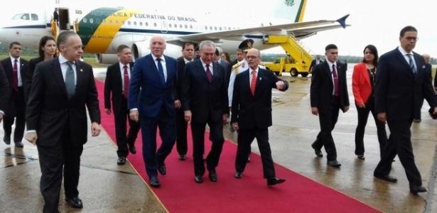 Temer desembarca de avião presidencial: serviço de bordo custará R$ 1,7 milhão