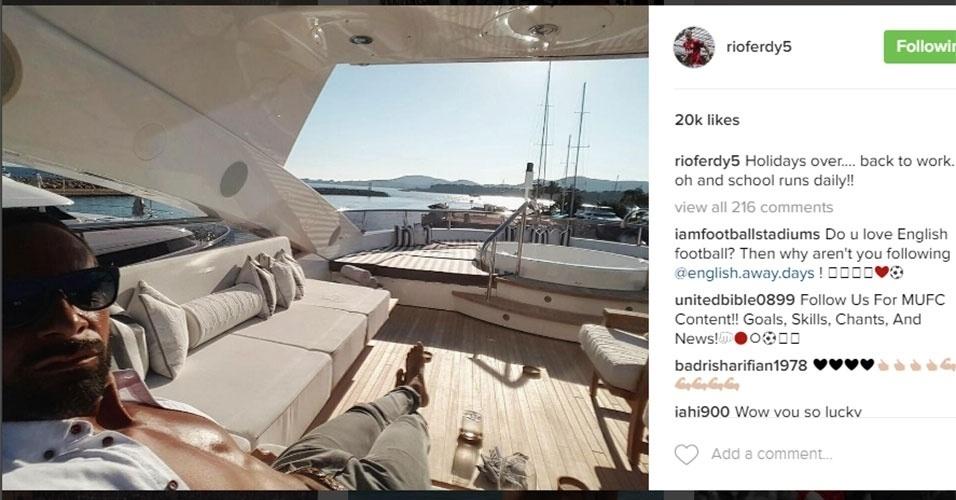 Rio Ferdinand tem curtido bem desde que deixou o futebol. O ex-zagueiro adora ostentar paisagens e banheiras em suas selfies