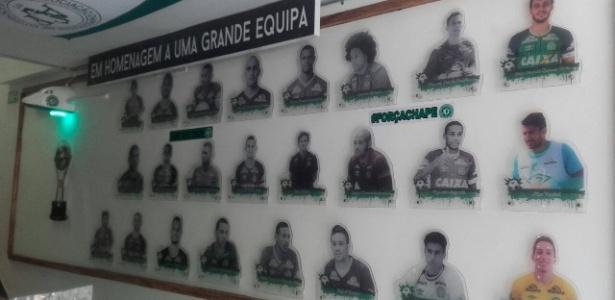 Bar da Chape tem um quadro com a imagem dos jogadores que estavam no avião da Lamia
