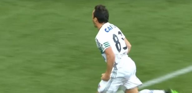 Kléber comemora gol na Arena da Baixada em 2017: questão física impede 90 minutos