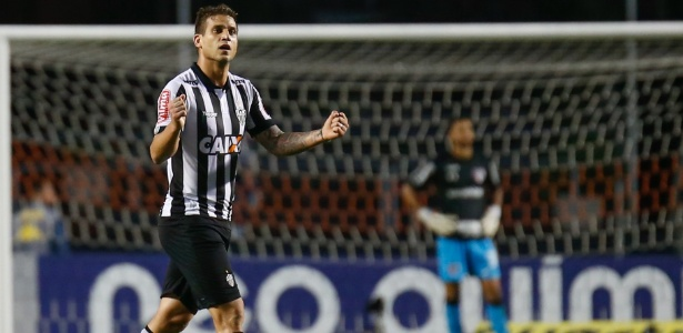 Rafael Moura está perto de acertar a ida para o América-MG