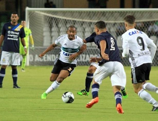 Boa fase de Anderson no Coxa faz futebol europeu insistir em sua volta