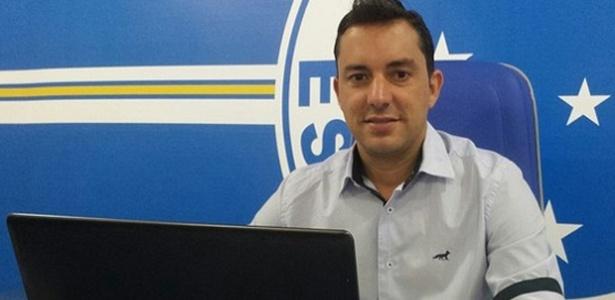 Klauss Câmara, diretor de futebol do Cruzeiro, busca reforços para o sistema defensivo