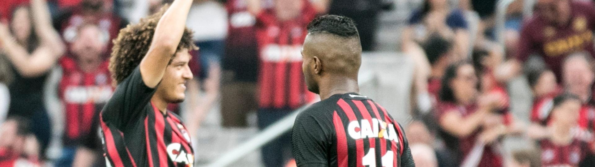 Felipe Gedoz comemora gol do Atlético-PR contra o Fluminense