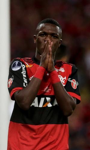 Vinicius Júnior em ação pelo Flamengo contra o Independiente