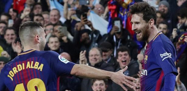 Jordi Alba e Messi comemoram gol diante do Espanyol