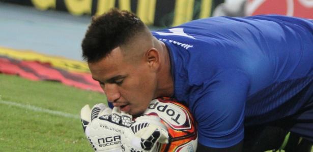 Jovem goleiro Gabriel Félix ainda não conseguiu convencer a torcida do Vasco