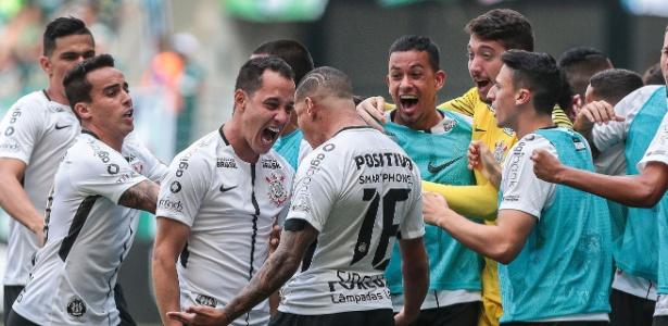 Jogadores comemoram gol do Corinthians no Allianz Parque