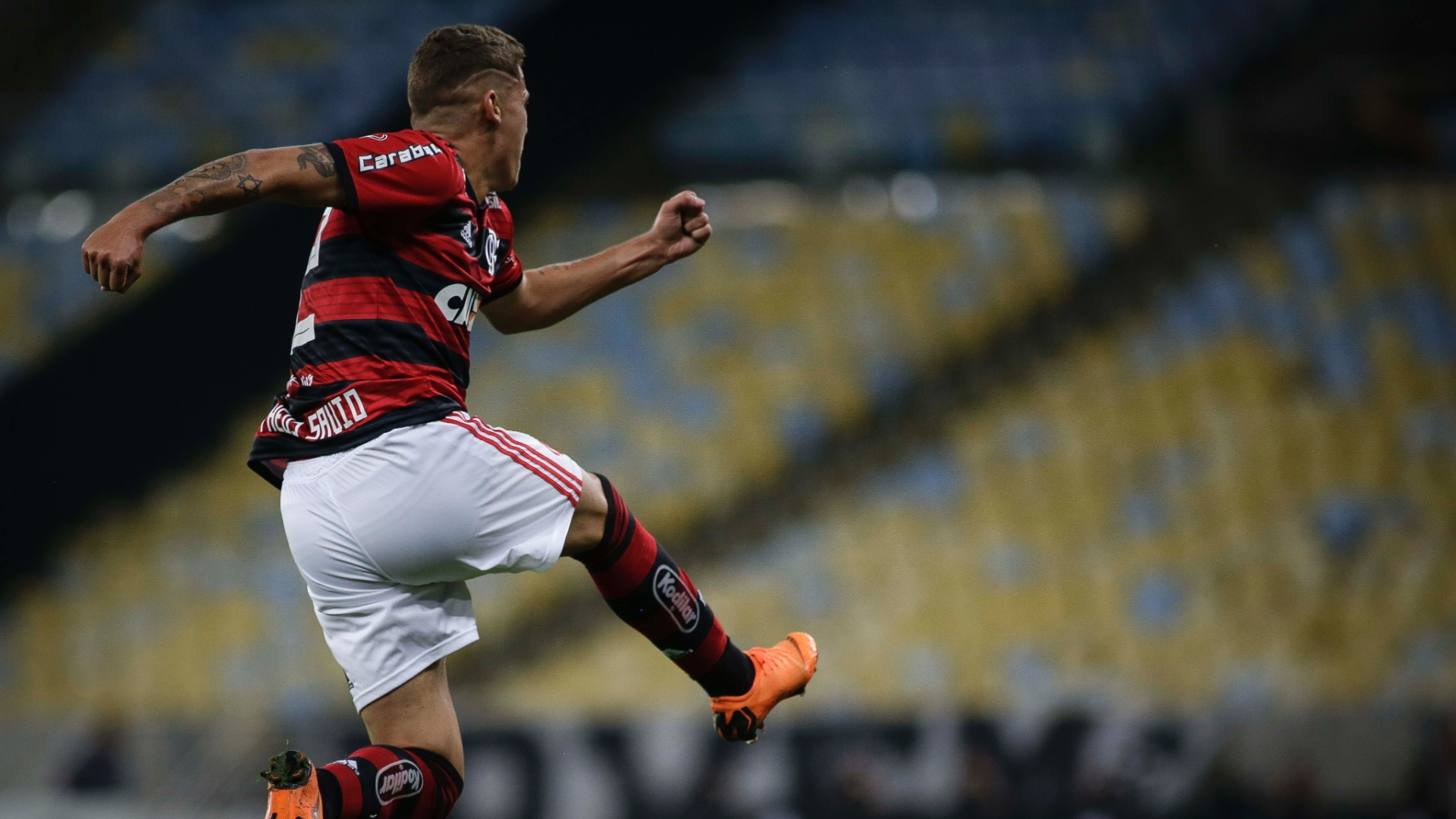 Matheus Sávio comemora gol do Flamengo sobre o Botafogo