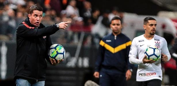Osmar Loss disse que os adversários do Corinthians se adaptaram ao esquema 4-2-4 - Ale Cabral/AGIF