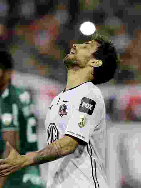 Jorge Valdivia lamenta durante partida entre Colo-Colo e Palmeiras - REUTERS/Ivan Alvarado
