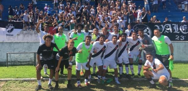 Vasco comemora classificação no Grupo 27 da Copa São Paulo