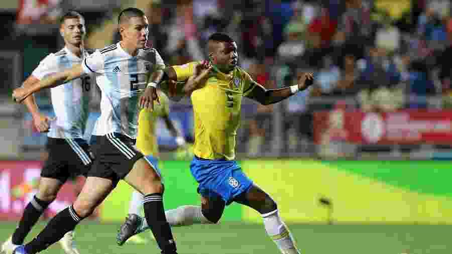 Lincoln, durante jogo entre Brasil e Argentina pelo Sul-Americano sub-20 - CLAUDIO REYES / AFP