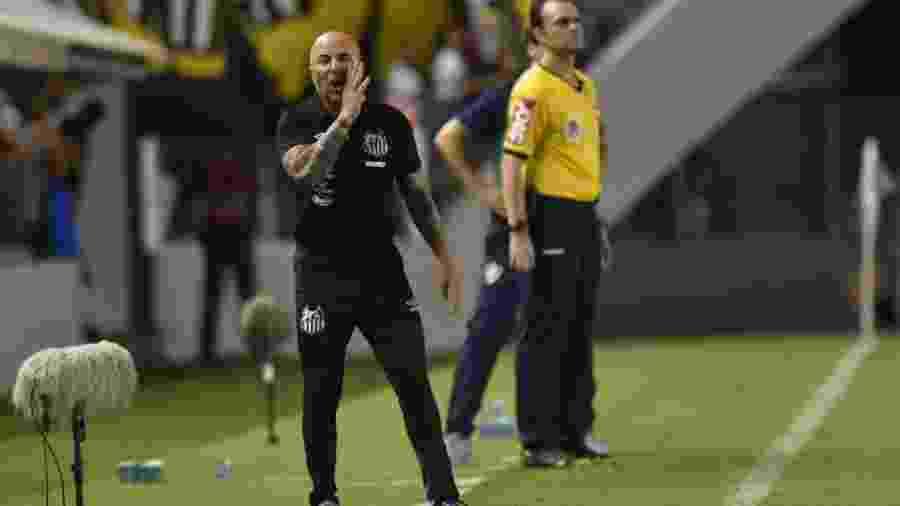 Jorge Sampaoli grita na Vila Belmiro durante jogo do Santos - Ivan Storti/Santos FC
