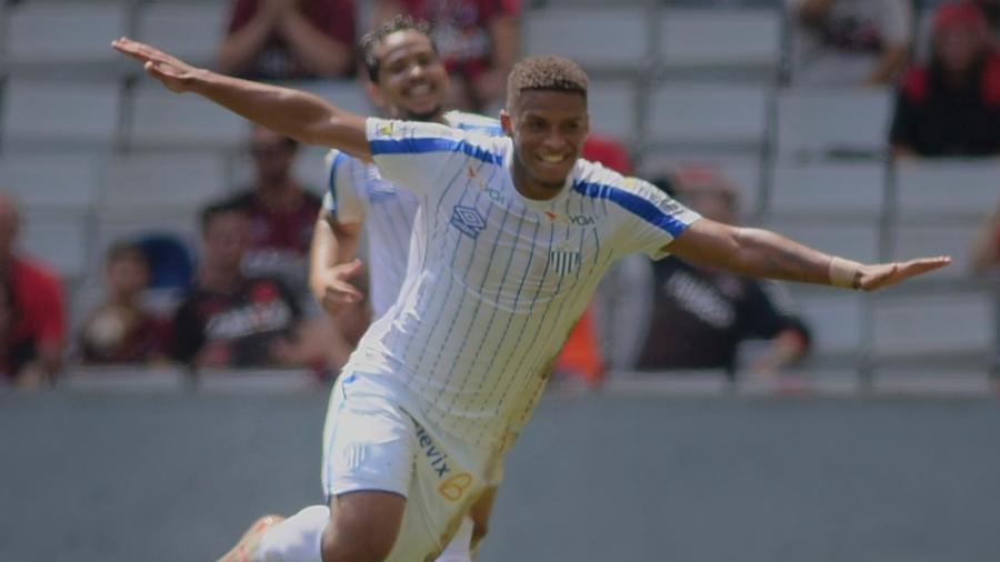 Jonathan foi o autor do gol do Avaí na vitória sobre o Athletico-PR, no primeiro turno - REINALDO REGINATO/FOTOARENA/ESTADÃO CONTEÚDO