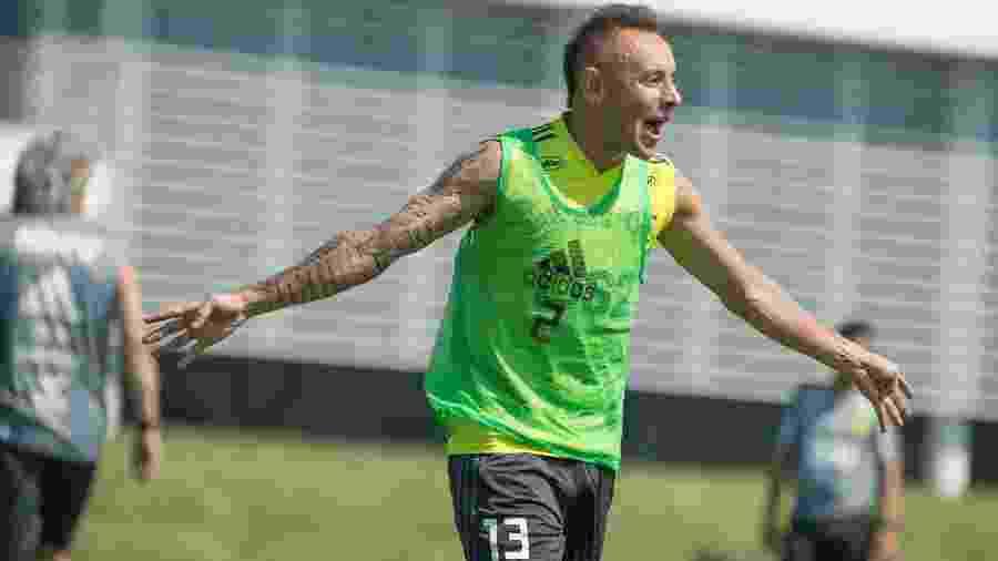 Lateral-direito Rafinha cumpriu suspensão contra o Bahia, na última rodada - Alexandre Vidal