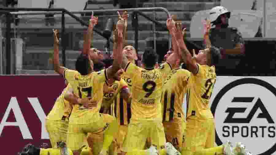 Jogadores do Guaraní-PAR comemoram gol na Arena Corinthians pela Libertadores 2020 - REUTERS/Amanda Perobelli