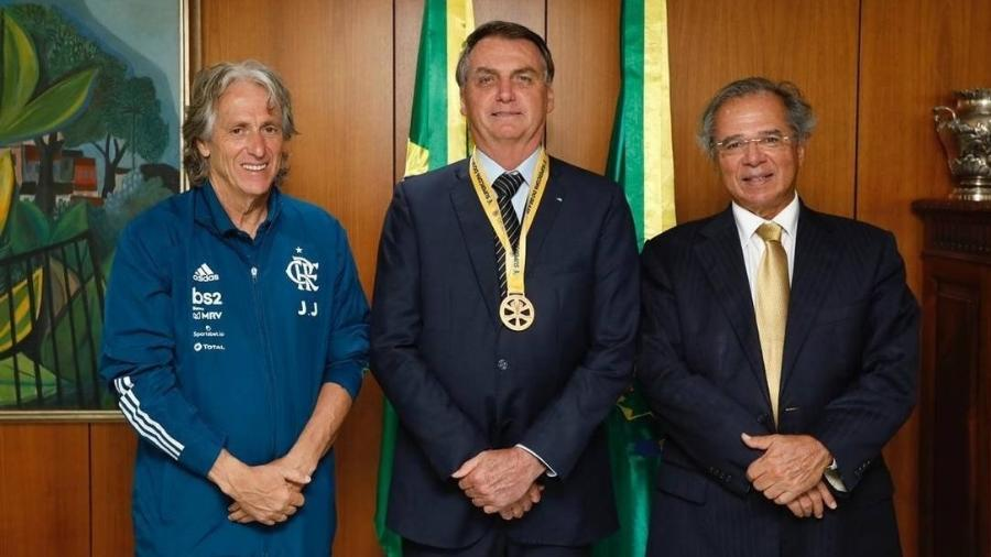 Jorge Jesus se reúne com Bolsonaro após título do Flamengo da Supercopa