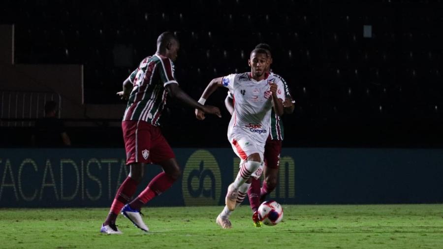 Edmundo, meia do Bangu, em ação pelo clube em partida do Campeonato Carioca - Caio Almeida/Bangu AC