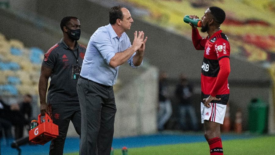 Rogério Ceni passa instruções para Gerson no jogo entre Flamengo e LDU na Libertadores - Alexandre Vidal/Flamengo