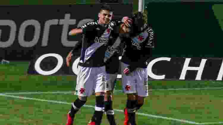 Vasco comemora mais um gol de Germán Cano contra o Coritiba, no Couto Pereira - Gabriel Machado/AGIF - Gabriel Machado/AGIF