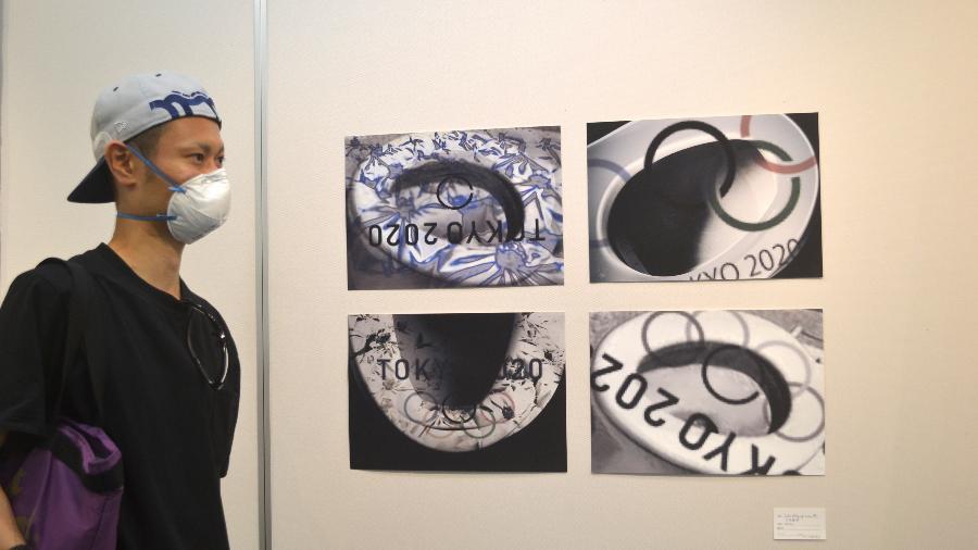 Takeru Abe, professor que estava visitando a exposição do artista e ativista Kai Koyama - Juliana Sayuri/UOL