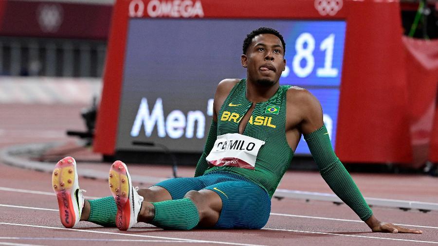 Paulo André Camilo, último atleta do revezamento que não classificou o Brasil à final - Javier SORIANO / AFP