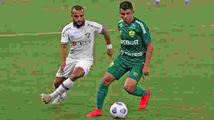 Mal no Fluminense Samuel Xavier cometeu pênalti infantil e depois falhou no gol de empate do Cuiabá - GUSTAVO FARINACIO/ESTADÃO CONTEÚDO - GUSTAVO FARINACIO/ESTADÃO CONTEÚDO