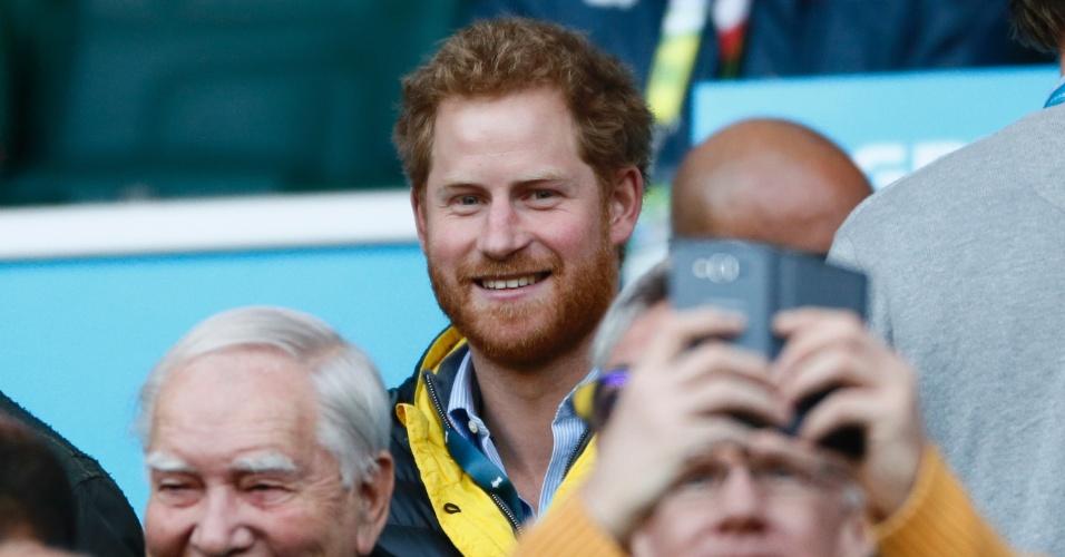 Príncipe Harry, membro da família real britânica, assiste à semifinal da Copa do Mundo de rúgbi, entre Austrália e Argentina