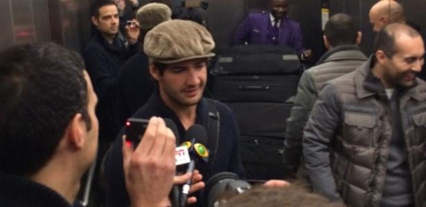 Alexandre Pato chega em Londres para defender o Chelsea