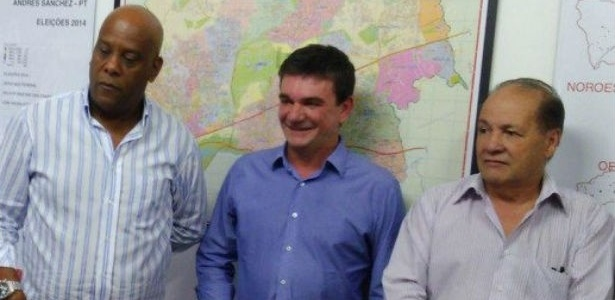 André Negão (esquerda) e Mané da Carne (direita) são padrinhos políticos de Andrés no Corinthians - Arquivo Pessoal