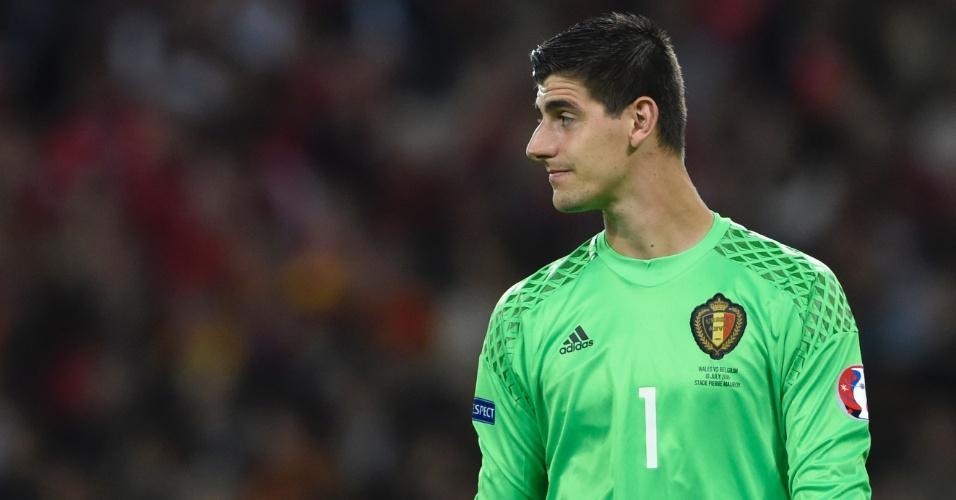 Goleiro da seleção belga Thibaut Courtois em partida contra o País de Gales