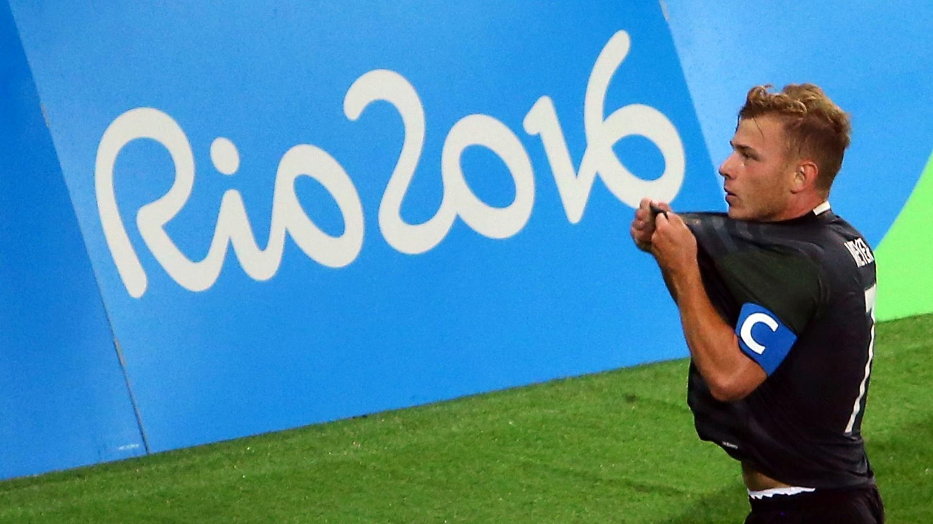 Max Meyer, da Alemanha, comemora gol de empate diante do Brasil