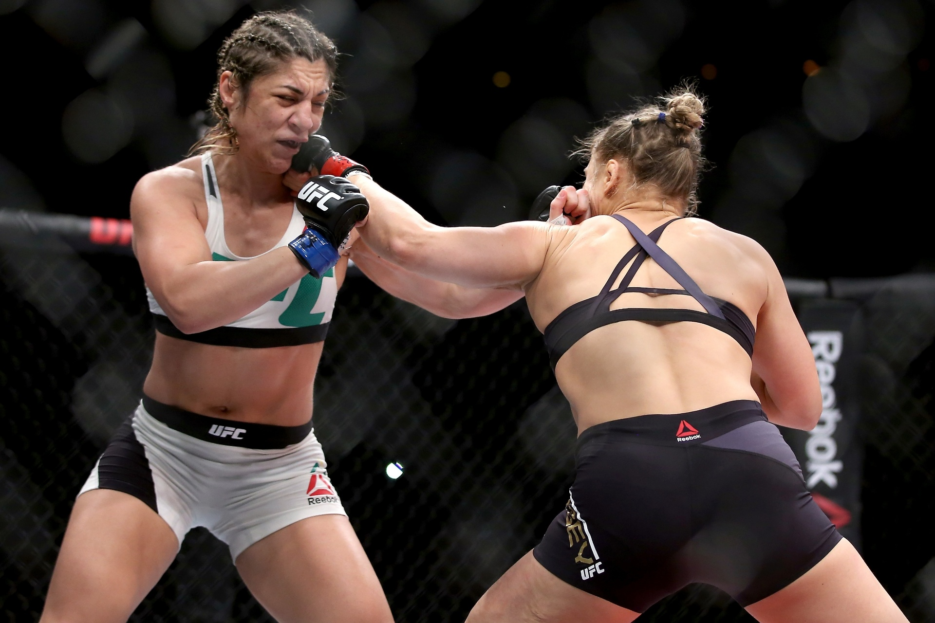 Em agosto de 2015, Bethe Correia foi nocauteada por Ronda Rousey