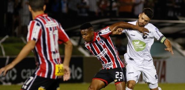 Thiago Mendes em ação pelo São Paulo