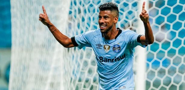 Aos 39 anos, lateral direito é titular do Grêmio e recebeu convite do PRB
