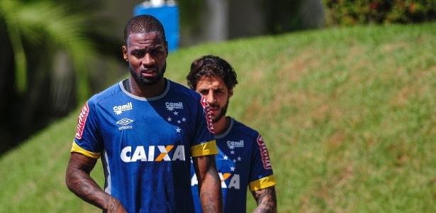 Dedé, zagueiro do Cruzeiro, é dúvida diante do Bahia