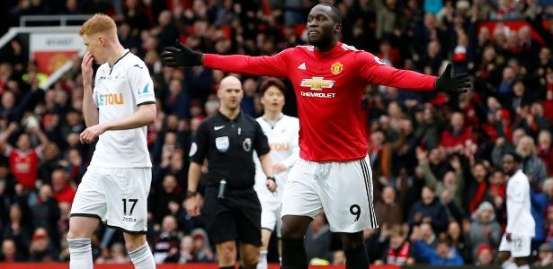 Lukaku comemora o primeiro gol do Manchester United contra o Swansea