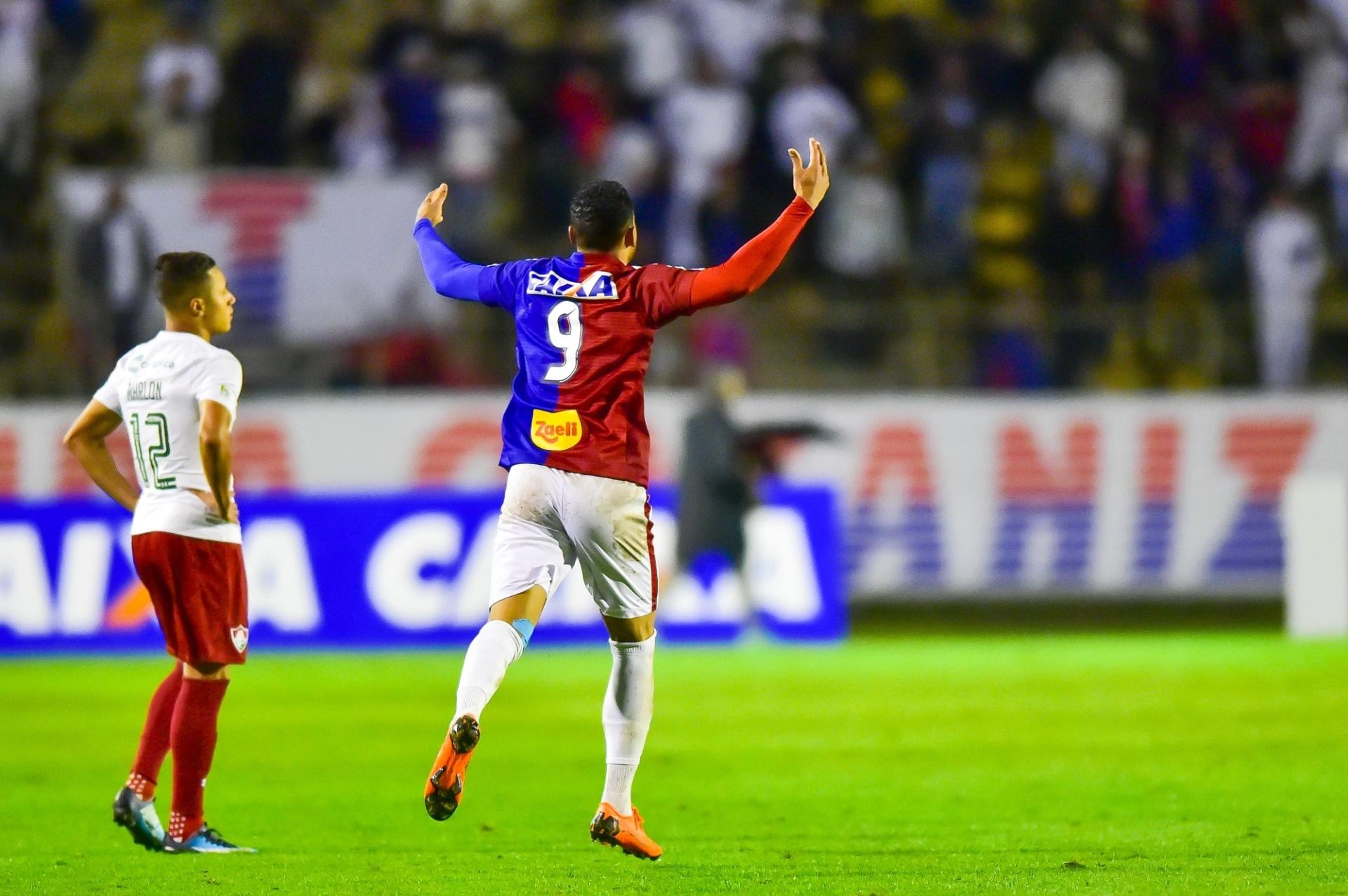 Paraná recebe Bahia e tenta segunda vitória seguida pela segunda vez no ano  - 07 06 2018 - UOL Esporte 550fcb33b3be7