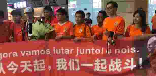 """Roger Guedes é recebido pela torcida do Shandong Luneng: """"É nóis"""" - Divulgação - Divulgação"""