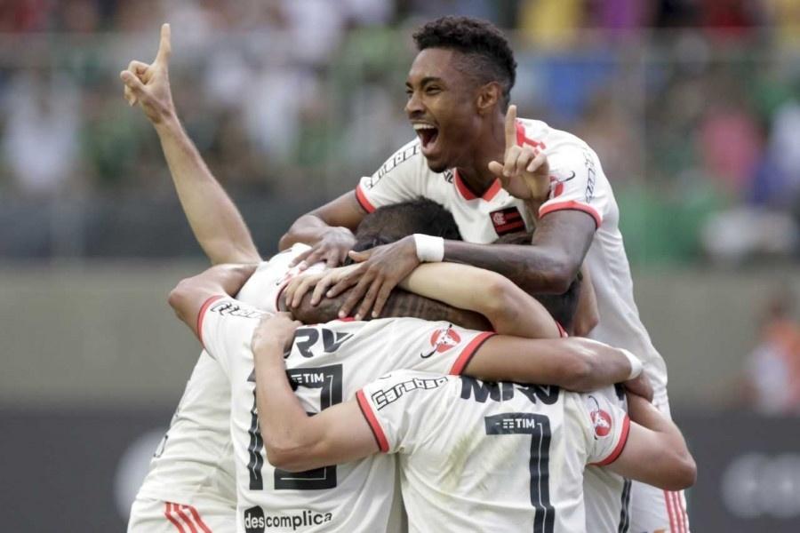 Jogadores do Flamengo comemoram gol de Éverton Ribeiro diante do América-MG pelo Campeonato Brasileiro 2018
